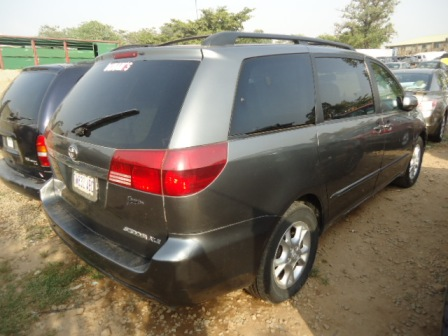 tokunbo 2005 toyota sienna for sale call 07066326341 autos nigeria. Black Bedroom Furniture Sets. Home Design Ideas
