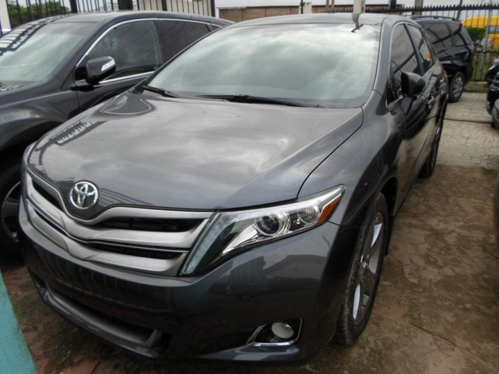 ... CD Player, Cup Holders, Electric Mirrors, Electric Windows, Front Fog  Lamps, Power Steering, Rear Camera, Roof Rack, Spoilers, Sunroof, Tinted  Windows, ...