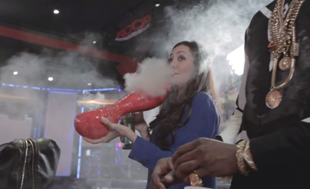 2chainz Smokes World U0026 39 S Largest Pipe And Most Expensive