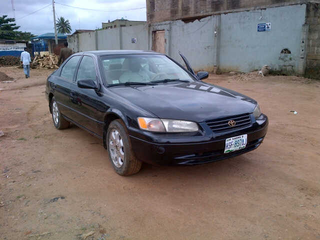 sold toyota camry le 1998 used at 550k fixed price. Black Bedroom Furniture Sets. Home Design Ideas