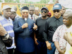 PHOTO: APC Governorship Candidate Protests In Uyo