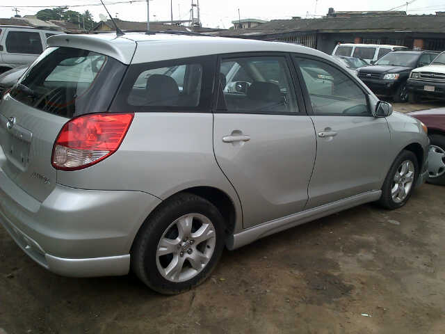 very clean tokunbo 2003 toyota matrix perfectly made 1. Black Bedroom Furniture Sets. Home Design Ideas
