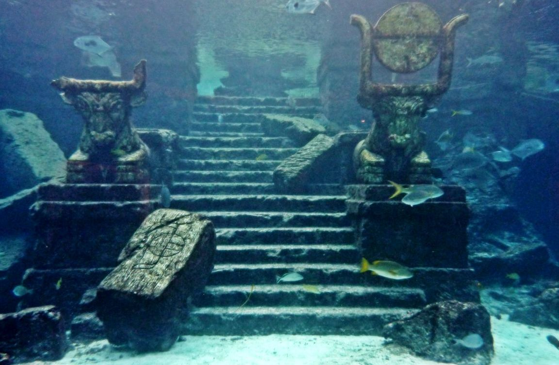 an overview of the atlantis myth Atlantis was first described by the greek philosopher plato more than 2,000 years ago while many believe the story is a myth created by plato to illustrate his theories about politics, others .