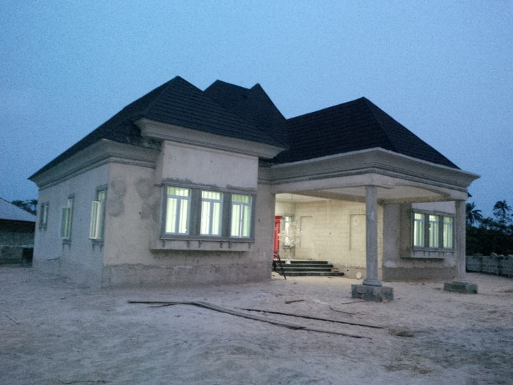Construction Of Luxurious 4 Bedroom Raised Bungalow With