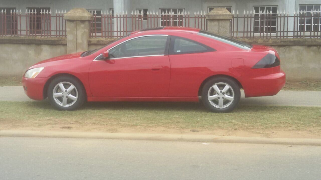 A Superb 2004 Honda Accord Coupe (4 Cylinder) For Sale In Abuja For 780K. 2  Doors, Automatic Transmission, Nigerian Used. The Car Is In A Good  Condition.