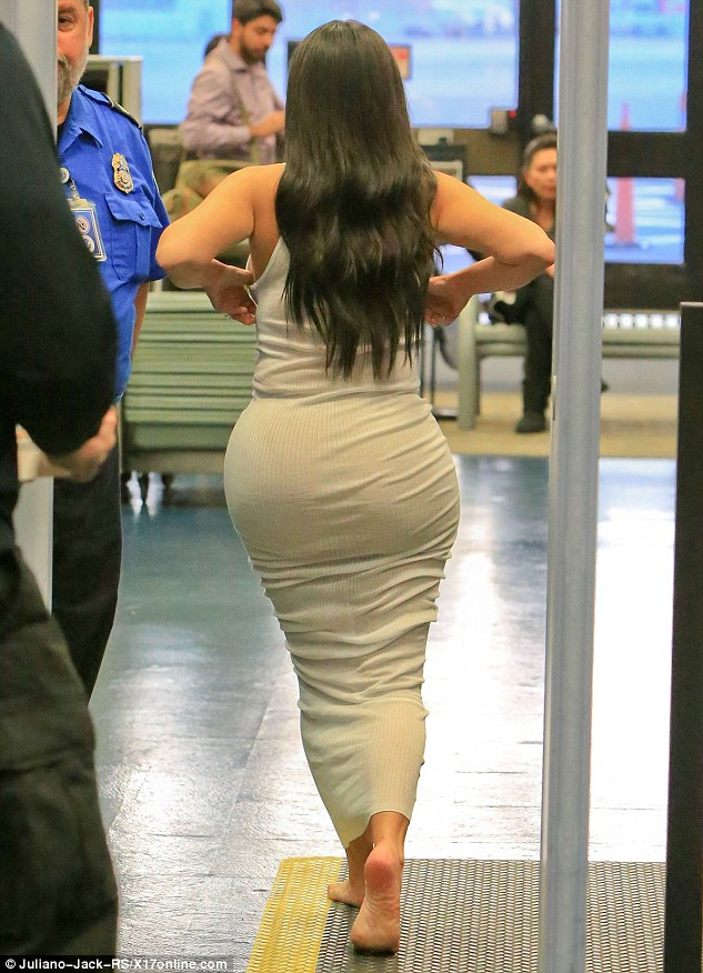 Airport Security Forces Kim Kardashian To Go Bare Foot
