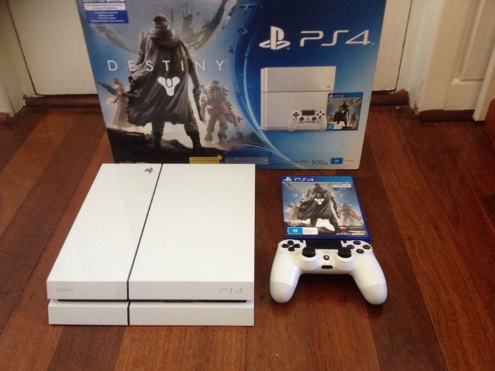 Playstation 4 console for sale (with 2 controllers and 2 games.