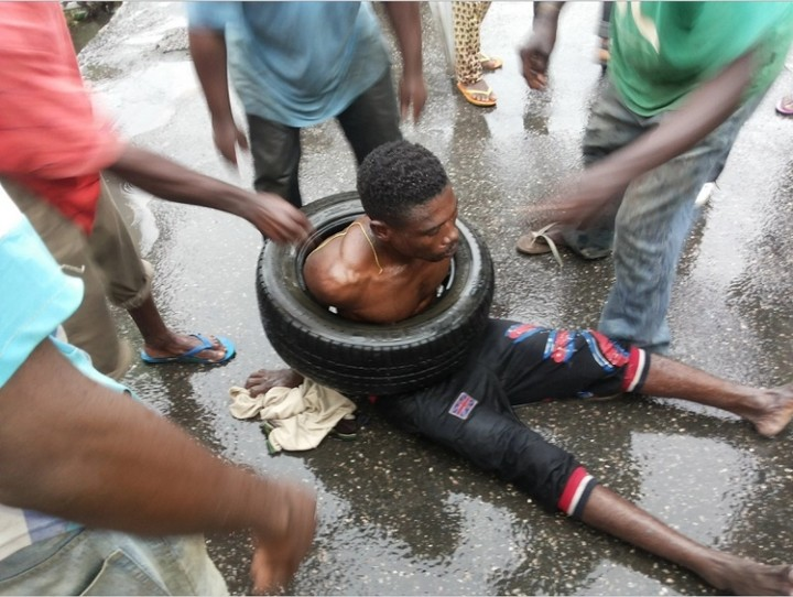 b9d7b583a4411 SEE What Happened To Alleged Thief Caught In Ikeja Yesterday Afternoon  (PHOTOS) - Politics - Nairaland