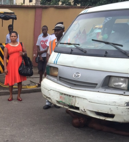 Driver Lies Under His Bus As VIO Officials Try To Impound His Car (photos