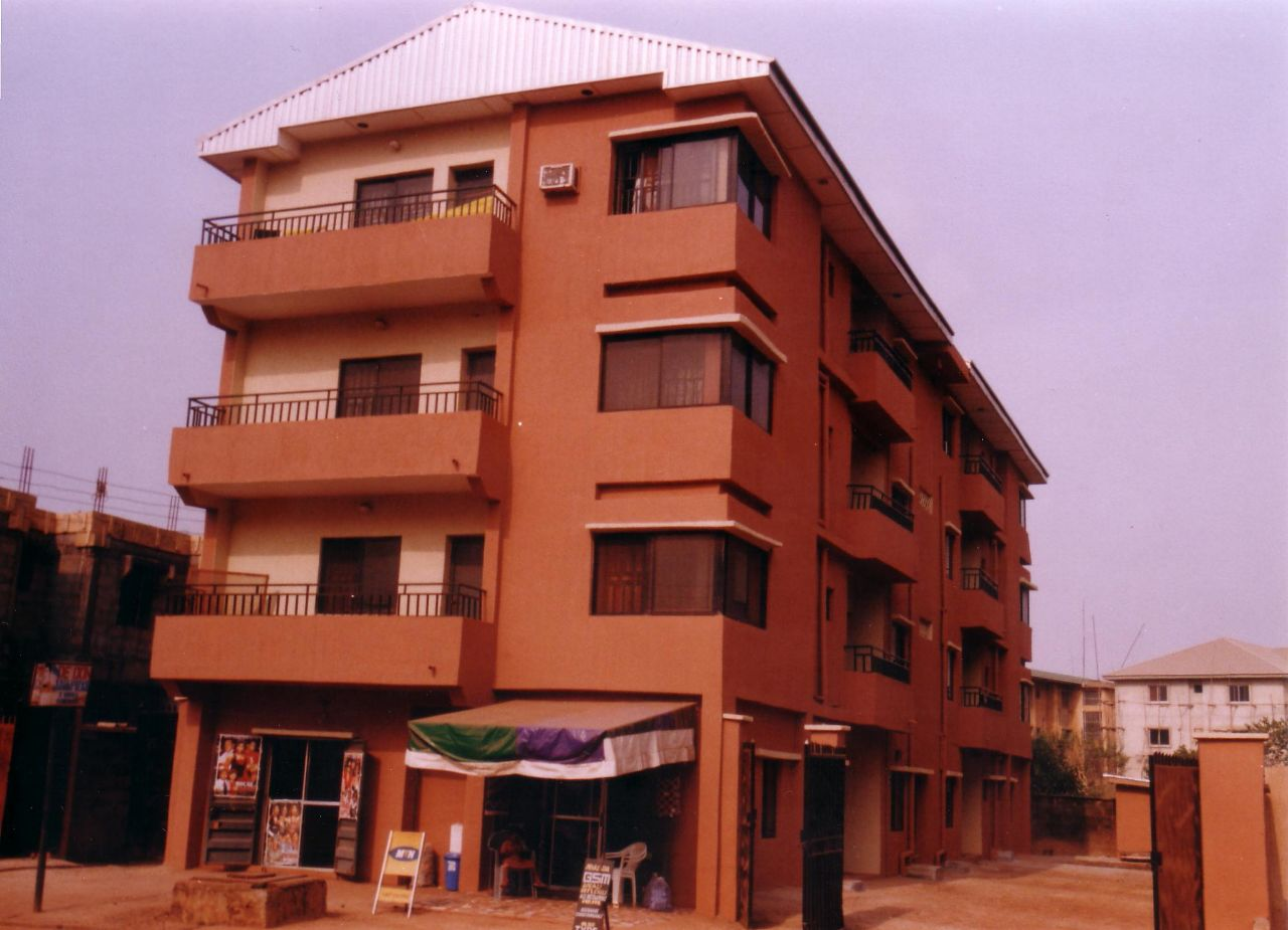 3 story building 8 flats of 3 bedroom flats each for n50m
