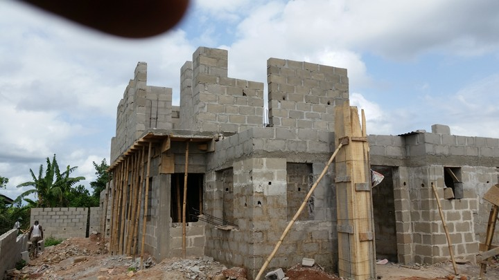 Construction Pictures Of A 5 Bedroom Bungalow With A Pent