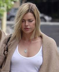 tits in t shirt