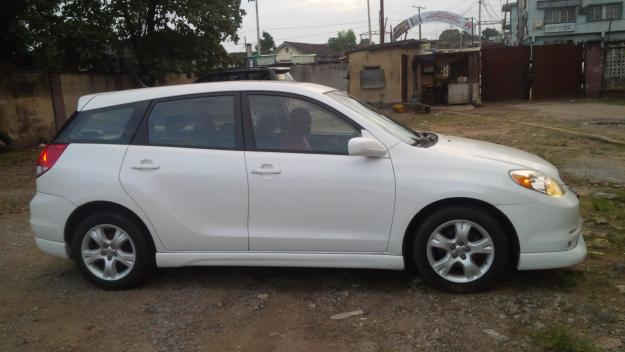 spotless white toyota matrix 2004 model best sharp. Black Bedroom Furniture Sets. Home Design Ideas