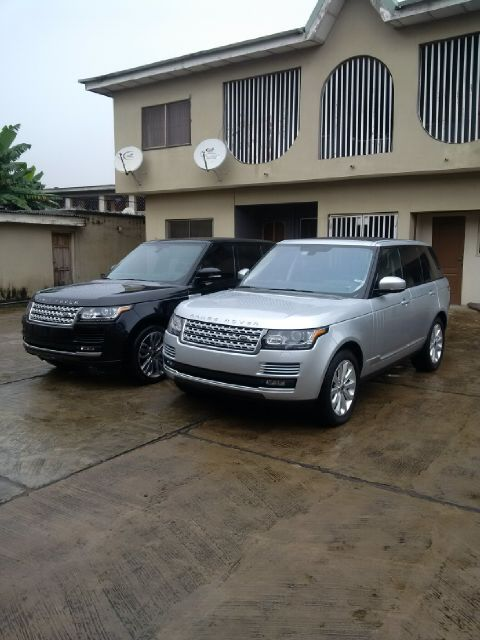 two units of 2013 range rover vogue for sale both petrol. Black Bedroom Furniture Sets. Home Design Ideas