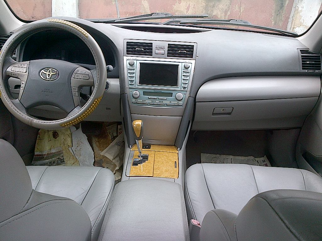 a crispy 2008 toyota camry xle v6 with navi for sale. Black Bedroom Furniture Sets. Home Design Ideas