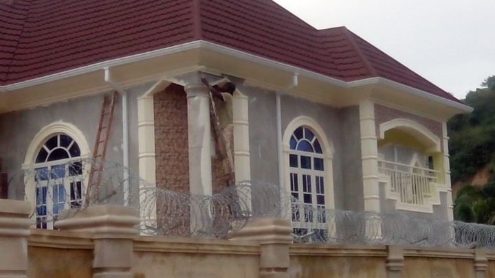 Need quality painting for your building call danny for House painting in nigeria