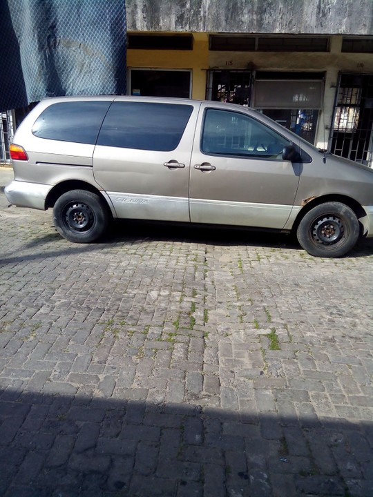 Sold tokunbo 2000 toyota sienna le 08023295044 for 2000 toyota sienna window motor
