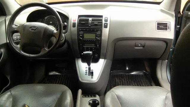 clean registered hyundai tucson 06 n750 call 08023416552 autos nigeria. Black Bedroom Furniture Sets. Home Design Ideas