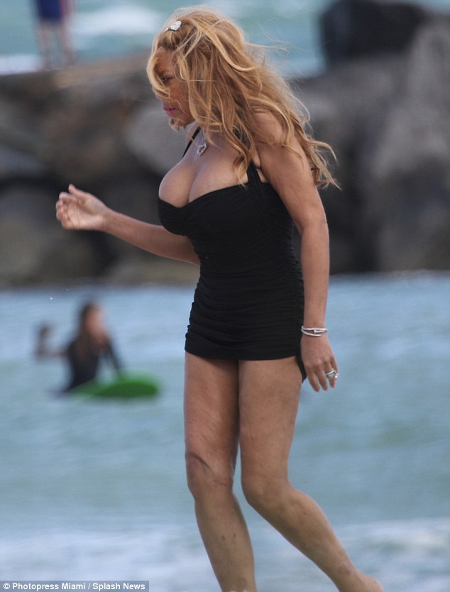 Wendy Williams Displays Her Massive Boobs At The Beach