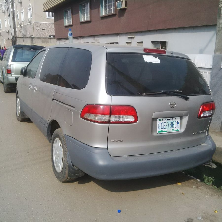 Registered Toyota Sienna CE