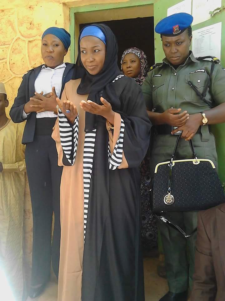 Anything Wrong With This Photo? Police Carries Bag For Sokoto First Lady