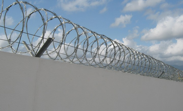 Faq If I Use Barbed Wire Can I Electrify It