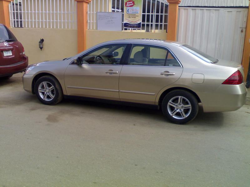 very clean tokunbo 2006 honda accord at a give away price. Black Bedroom Furniture Sets. Home Design Ideas