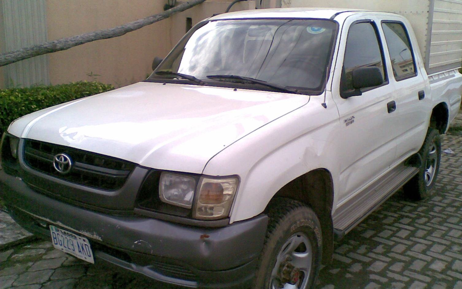 2005 Toyota Hilux Double Cabin Alumaco Covered Pick Up