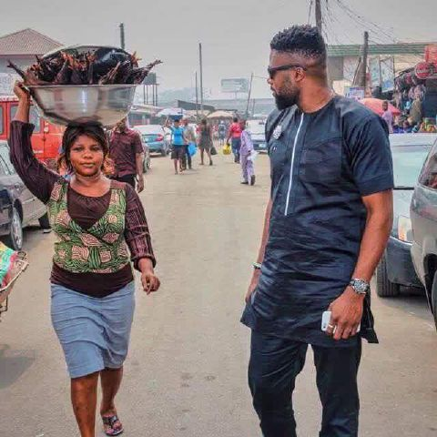 Fish Hawker Also Photobombs A Shoot (pics) - Entertainment