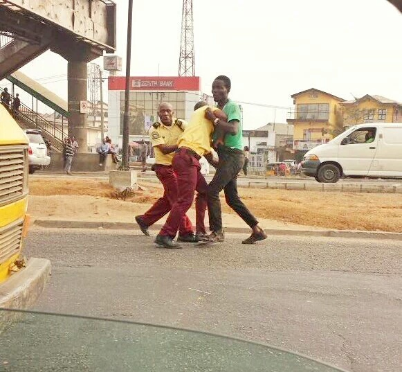 LASTMA Officials Fights With A Man In Lagos(photos)