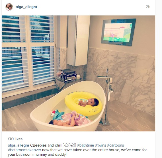 mikel obi 39 s twins in their mini bath tub sports nigeria. Black Bedroom Furniture Sets. Home Design Ideas