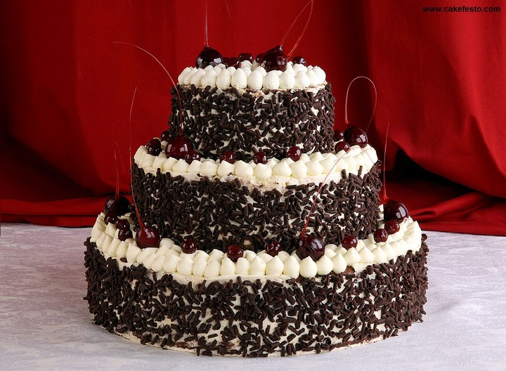 Order Black Forest Cake Online Hyderabad For Anniversary Day Only Rs400