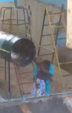 Video: Shocking! Two children kissing during church service 2