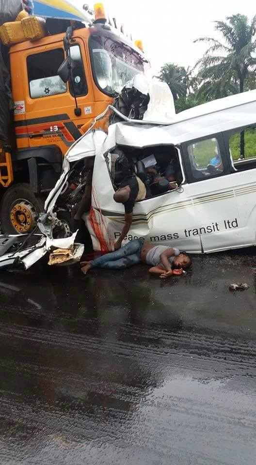 See Photos Of Dead Bodies That Just Died In An Accident