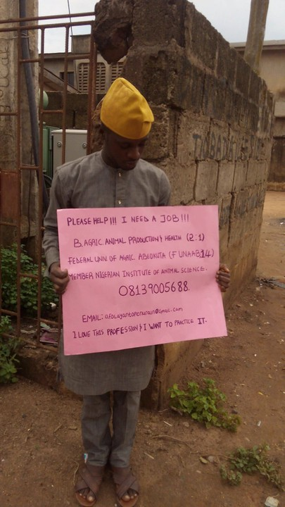 Now Trending: Unemployed Graduates flooding Nigerian Streets with Placards