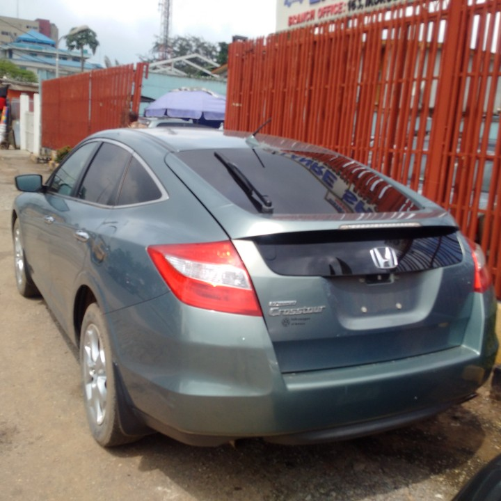 absolutely clean tokunboh 2010 2011 full option honda crosstour for sale at 5 2m autos nigeria. Black Bedroom Furniture Sets. Home Design Ideas