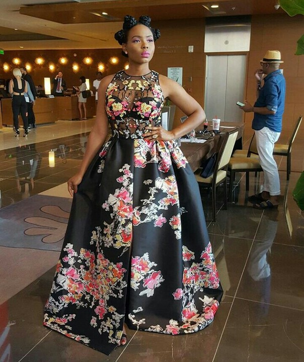 AMAZING STORIES AROUND THE WORLD The N2.5m Naira Dress Yemi Alade Wore To BET Awards (Photos)
