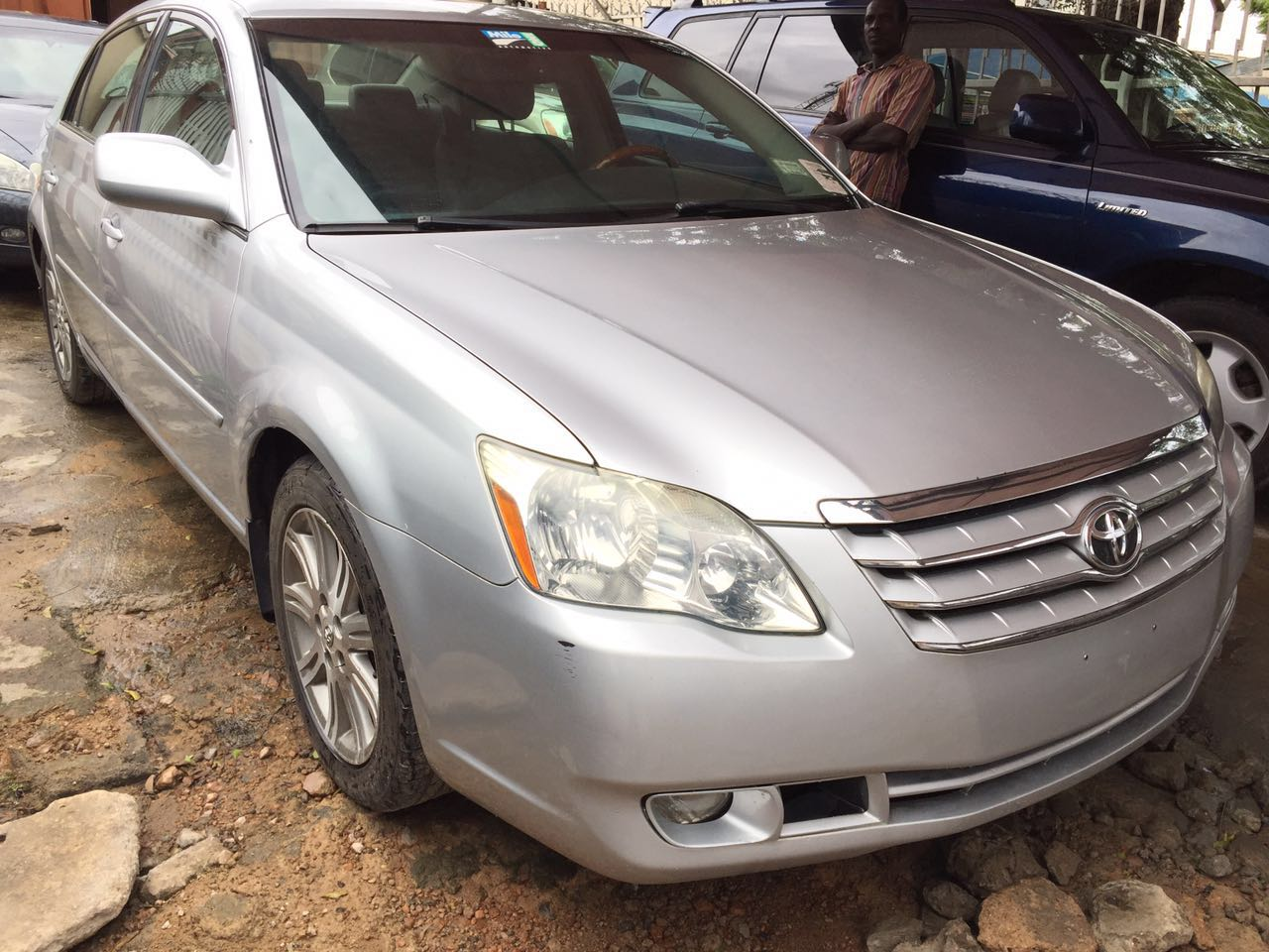 toyota avalon limited 2006 wit nav rev cam extremely sharp clean title see pix autos nigeria. Black Bedroom Furniture Sets. Home Design Ideas