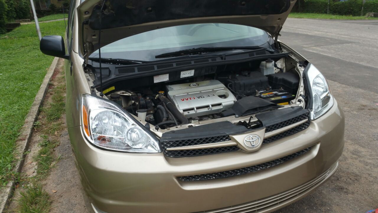 super clean toyota sienna le 2005 with just only autos nigeria. Black Bedroom Furniture Sets. Home Design Ideas