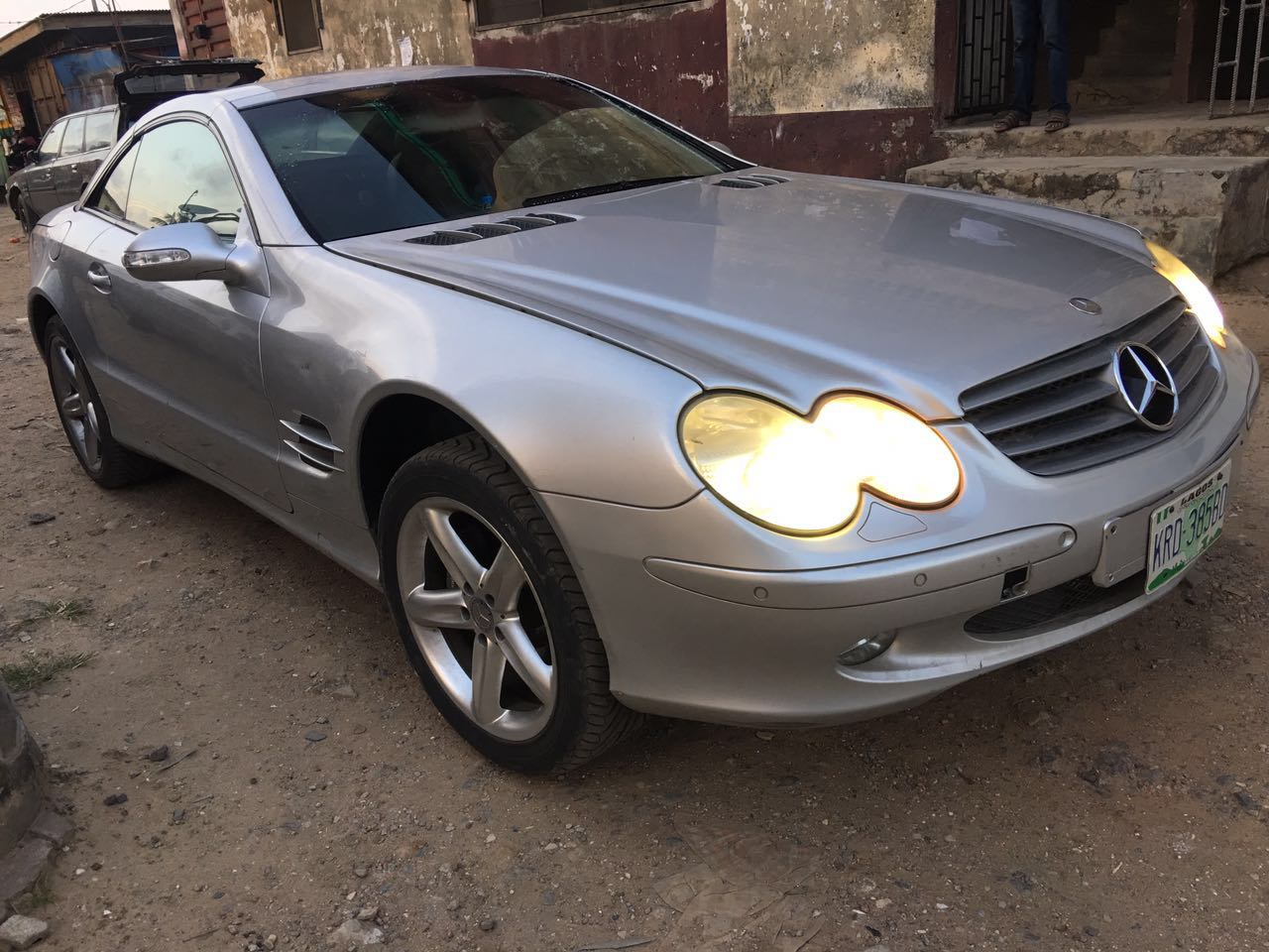 Barely used hardtop convertible 06 mercedes benz sl500 for Mercedes benz convertible price