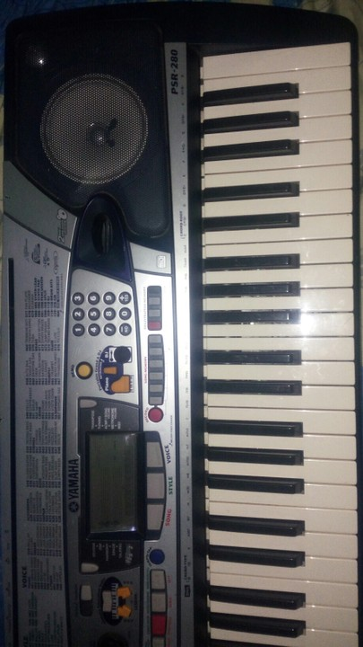 a clean yamaha psr 280 keyboard for sale music radio. Black Bedroom Furniture Sets. Home Design Ideas