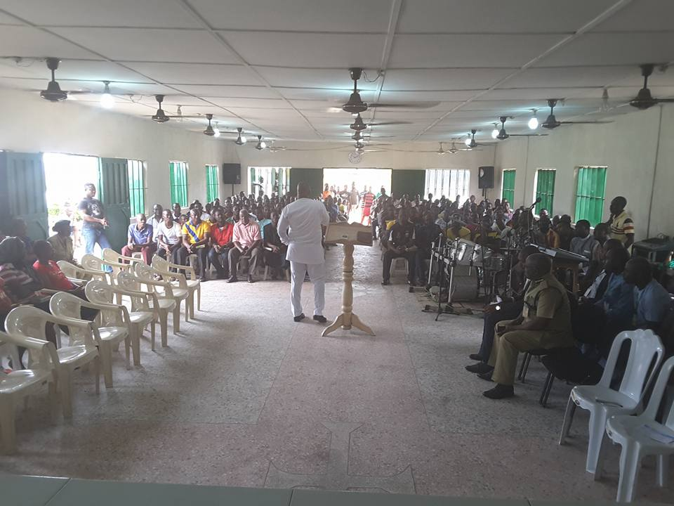 Inmates Surrender To God As Delta Deputy Governor Preaches At Warri Prison (Photos)