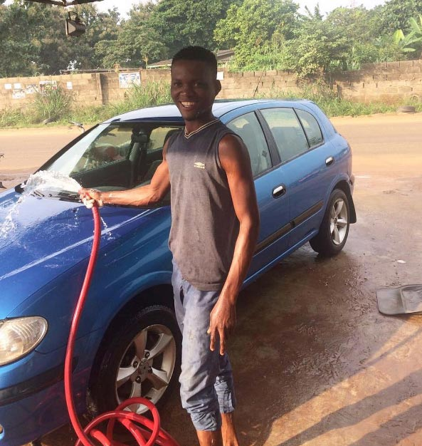 Wow! See how this MAPOLY Student pays school fees (PICTURE)