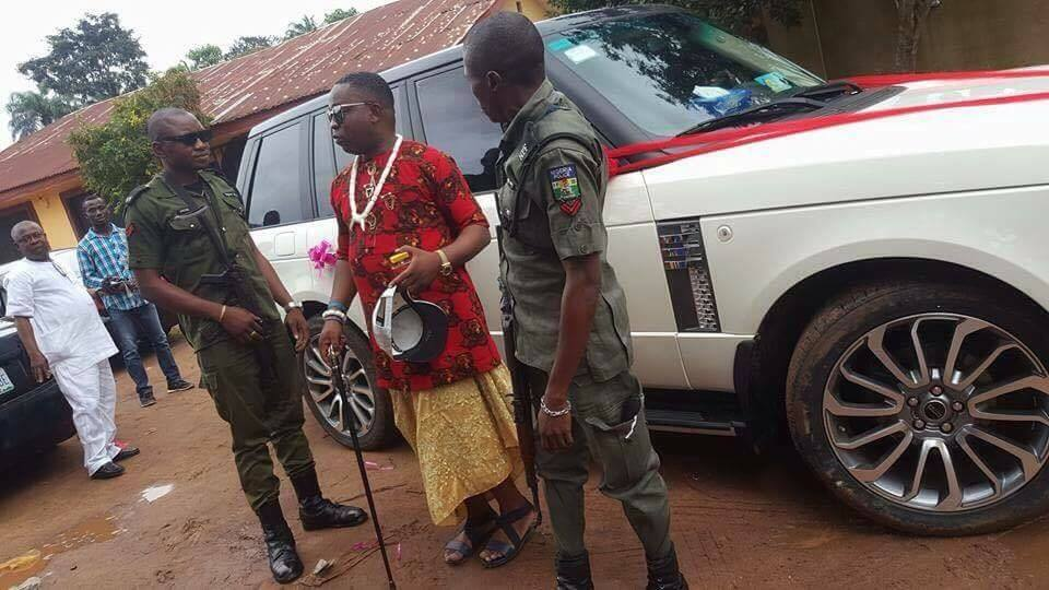 Man Surprises His Wife With Range Rover On Her Birthday/Wedding In Enugu (See Photos)