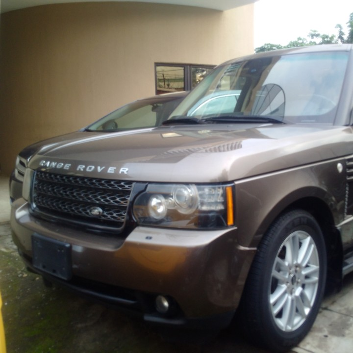 Land Rover 2012 Price: 2012 Range Rover Vogue Hse..... Call For Price