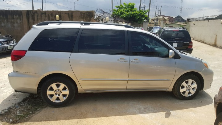 sparkling tokunbo 2005 toyota sienna xle with dvd 4wd price n2m autos nigeria. Black Bedroom Furniture Sets. Home Design Ideas