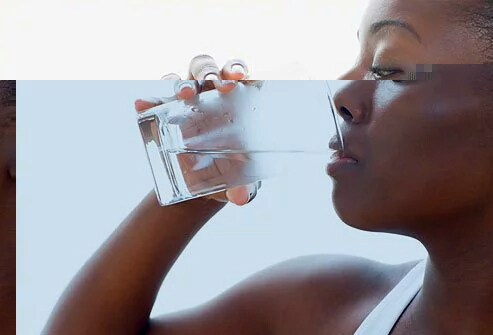 5 Awesome Benefits Of Drinking Water Early In The Morning