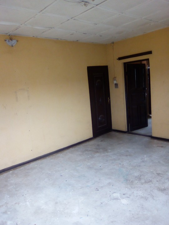 A Room Self Contain For Rent In New Garage