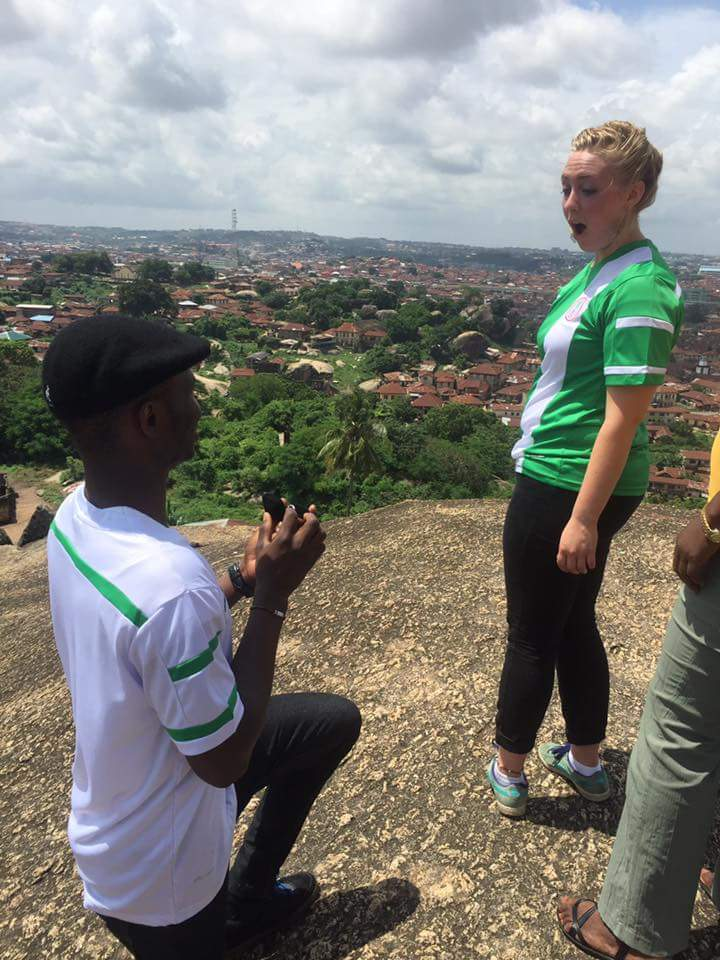 Nigerian Man Proposes To A White Lady In Olumo Rock In Abeokuta[Photos]