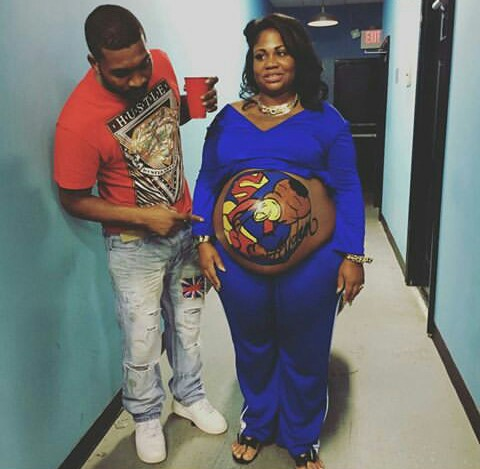PHOTOS: Pregnant Nigerian Woman Flaunts Colourful Superbaby Tattoo On Her Baby Bump